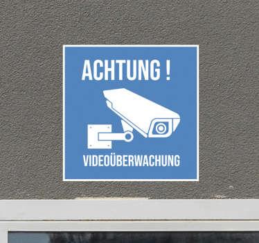Dekorative Video-Sicherheitsbeschilderung mit dem Druck des Überwachungskamerabildes und des Warntextes. Einfach aufzutragen und selbstklebend.