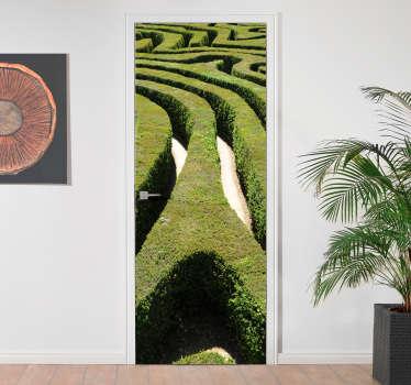Autocollant effet 3d labyrinthe avec un aspect visuel à couper le souffle original pour décorer une surface de porte. Disponible dans n'importe quelle taille requise.