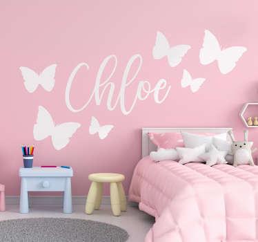 カスタマイズ可能な名前の美しい蝶の壁のステッカー。設計に必要な名前を入力します。さまざまな色とサイズでご利用いただけます。
