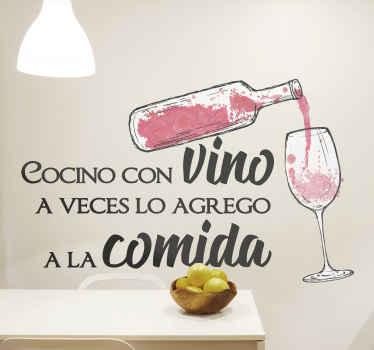 """Vinilo frase pared para cocina con botella y texto """"cocino con vino y a veces lo agrego a la comida"""" perfecto para una cocina original. Fácil colocar"""