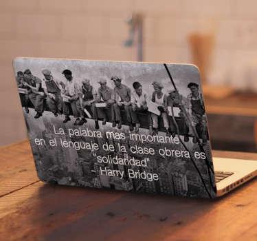 Vinilo para portátil o notebook con imagen de blanco y negro con trabajadores de NY con frase de Harry Bridge ¡Envío a domicilio!