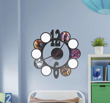 Reloj vinilo pared decorativo personalizable con imágenes de elección. Está disponible en cualquier dimensión ¡Envío a domicilio!