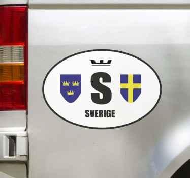 Praktisk bilklistermärke med designen av den svenska flaggan är perfekt för ditt fordon. Väljer den perfekta storleken du behöver och men nu!
