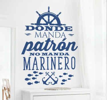 """Frase vinilo pared que cita """"donde manda patrón no manda marinero"""" con elementos marineros para decorar tu casa ¡Envío a domicilio!"""