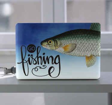 """Aimez-vous la pêche? Si oui, il est temps d'aller à la pêche avec ce sticker pour ordinateur portable poisson avec le texte """"aller pêcher"""". Différentes tailles au choix."""
