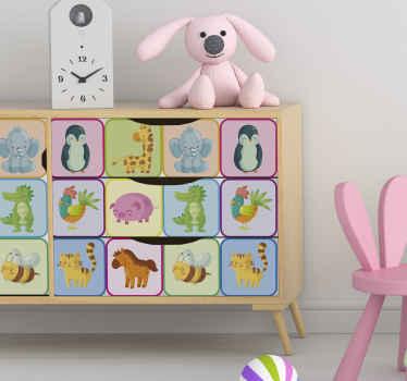 Dekoratives Kinder Wandtattoo mit Entwurf von verschiedenen Cartoon Tieren. Es ist einfach aufzutragen und aus hochwertigem Vinyl hergestellt.