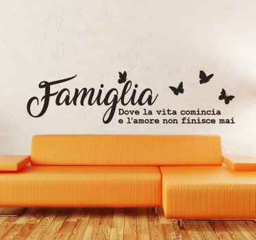 Decora lo spazio domestico con il nostro adesivo da parete con testo a tema familiare e farfalle. E' disponibile in diversi colori e dimensioni.