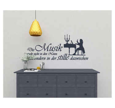 Klassische Musik Wandtattoo Dekoration für den Wohn- und Geschäftsraum. Das Design ist mit dem Bild eines Klavierspielers und einem Zitat versehen.