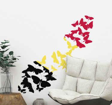 Un sticker papillon avec une combinaison de couleurs représentant la Belgique. Une décoration murale colorée pour n'importe quel espace et disponible en plusieurs tailles.