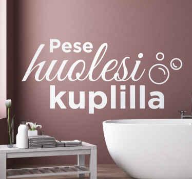 """Koristeellinen kylpyhuoneteksti, jossa lukee ''pese ongelmasi kuplilla"""". Sitä on saatavana mitä tahansa vaadittua kokoa ja väri on muokattavissa."""