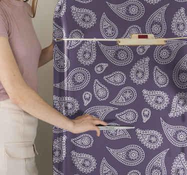 autocolante decorativo da porta da frigorífico para embelezar o espaço da frigorífico. é feito com um lindo produtopaisley ornamental em fundo roxo.
