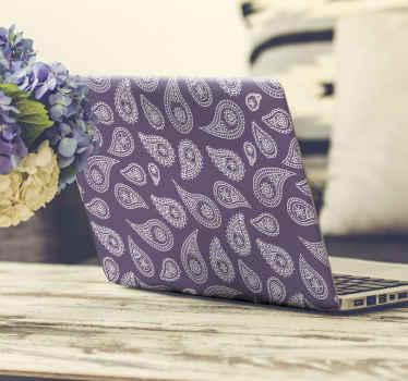 Um autocolante decorativo para pc para embrulhar um pc lindamente. O design é feito com flores estampadas em fundo roxo. Está disponível em qualquer tamanho.