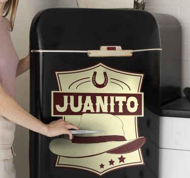 Personaliza tu nevera con este vinilo para refrigerador con diseño cowboy con sombrero en el que podrás personalizar tu nombre ¡Envío a domicilio!