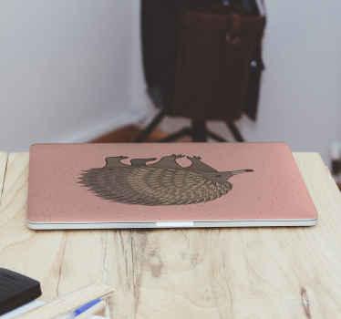 Vinil para laptop de color rosa con el diseño de un puercoespín adorable en el centro para pegar en tu portátil ¡Compra online!