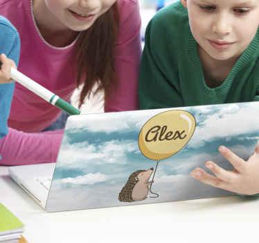 Adesivo porcospino per il design per laptop. Il design è personalizzabile con qualsiasi nome a scelta. è di facile applicazione e di ottima qualità.