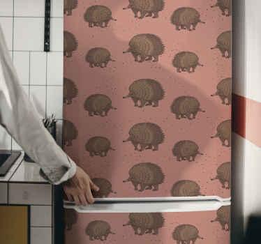Vous recherchez un sticker frigo original ?  Ici nous vous proposons ce sticker décoratif conçu avec un fond coloré et hébergeant différentes impressions de porcs-épic bruns.
