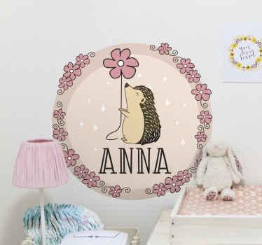 Un sticker hérisson pour la décoration de votre intérieur. Ce sticker personnalisable est parfait pour une décoration de chambre d'enfants. Application facile !