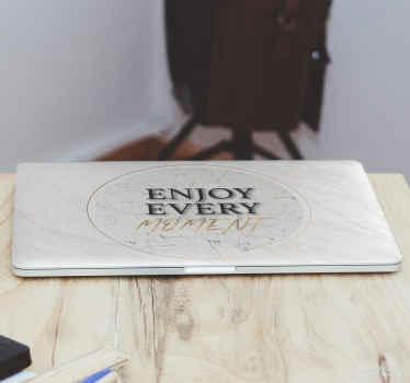 Dekorativ motivation text laptop klistermärke design. Texten säger '' njut av varje ögonblick '', den är lätt att applicera och av hög kvalitet.