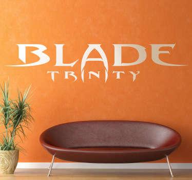 Adhesivo decorativo del logo de esta popular saga de películas sobre vampiros protagonizada por Wesley Snipes.