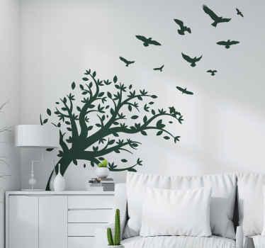 鳥がその上を飛んでいる装飾的なモノクロの木の壁のアートデカールデザイン。適用が簡単で高品質のビニール製。