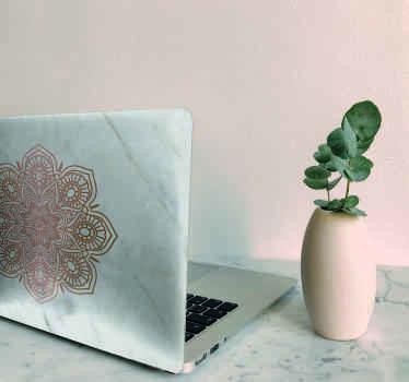 Vinil para laptop ornamental de mandala con un fondo de efecto mármol original y realista. Elige el tamaño de tu ordenador ¡Envío a domicilio!