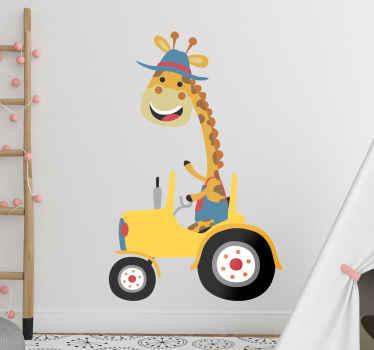 Vinilo animales infantiles con una jirafa feliz sobre un tractor amarillo para decorar el cuarto de tu hijo. Fácil colocación ¡Envío a domicilio!