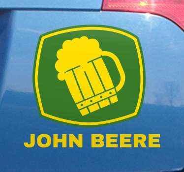 Pegatina coche de John Beere con un vaso de cerveza sobre un fondo cuadrado verde. Fácil de aplicar y de alta calidad ¡Envío a domicilio!