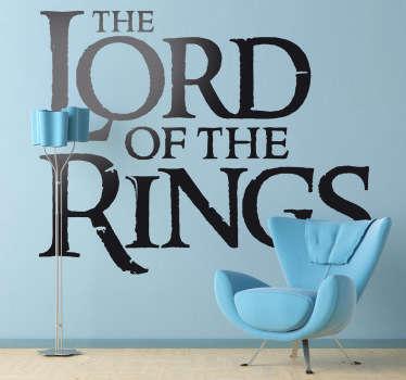 Sei un appassionato dell'opera di Tolkien? Vai matto per la trilogia di Peter Jackson? Questo adesivo murale fa proprio al caso tuo!