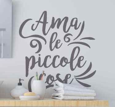 Semplice ed elegante adesivo con citazione di testo che puoi utilizzare per abbellire il tuo spazio in modo semplice ed elegante.. Personalizzabile in diverse opzioni di colore.
