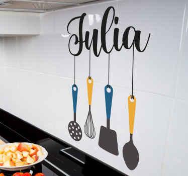 Vinilo pared cocina con nombre en utensilios de cocina. Original y está disponible en cualquier tamaño ¡Envío a domicilio!