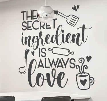 「秘密の成分は常に愛である」という文で作成された装飾的なキッチンテキストウォールアートデカール。異なる色でご利用いただけます。