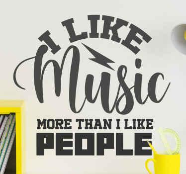 I like music more than I like people sticker ontwerp met de tekst die zegt '' ik hou meer van muziek dan mensen '' het ontwerp is verkrijgbaar in verschillende kleuropties.