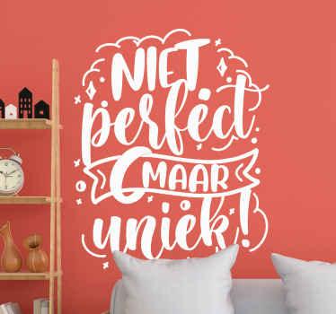 U hoeft geen perfect persoon te zijn, maar u kunt op u eigen manier uniek zijn. Onze niet perfect maar uniek sticker met motiverende tekst helpt dit feit te bevestigen.