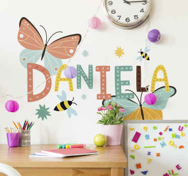 Sticker papillon nom personnalisé pour enfants. ces stickerspeut être appliquée sur n'importe quelle surface plane . Facile à appliquer.