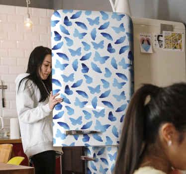 Geschilderde blauwe kleur vlinders koelkast sticker. Verhoog de ruimte in uw koelkastdeur van de standaardkleur naar dit blauwe vlinderontwerp.