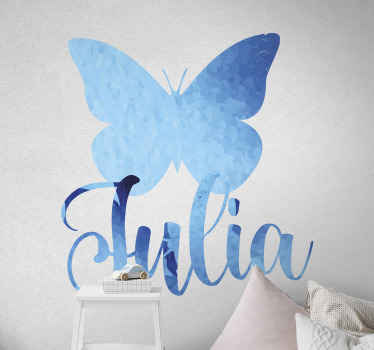 Magnifique autocollant de sticker papillon bleu personnalisable avec n'importe quel nom de choix pour la décoration de la chambre. Facile à appliquer et auto-adhésif.