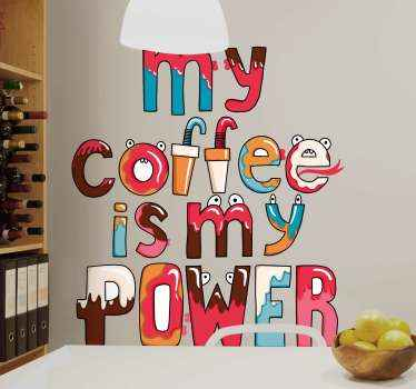 Geweldig keuken sticker ontwerp met de tekst 'my coffee is my power'. De tekst is geïllustreerd met schattige monsters en koffiekopjes.