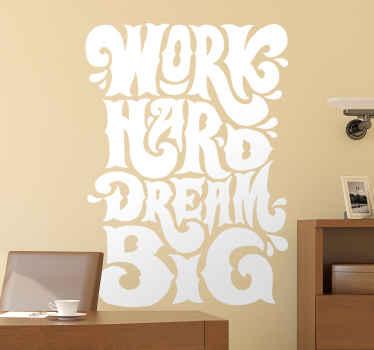 心に強く訴える引用の装飾的なテキストビニールステッカー。それは「一生懸命夢を一生懸命働く」と言っています。高品質のビニール製で、簡単に使用できます。