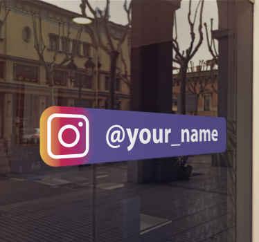 Este vinilo Instagram para escaparates con un maravilloso rectángulo morado que podrás personalizar con tu negocio ¡Fácil colocación!