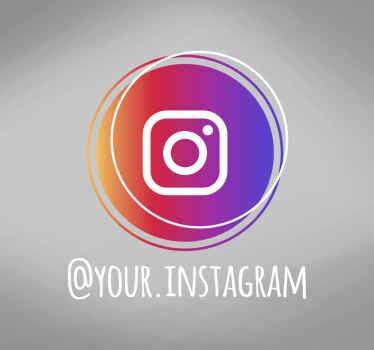 Este elegante vinilo Instagram para escaparates presenta una silueta circular moderna en los colores clásicos del logo ¡Envío a domicilio!