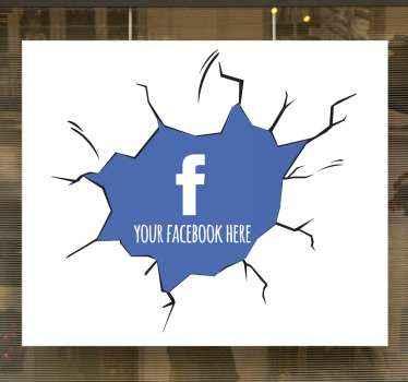 Fantastisches fensteraufkleber-design mit einer wand, die aussieht, als wäre Sie mit einem blauen Raum und einem facebook-logo im inneren zerschlagen worden