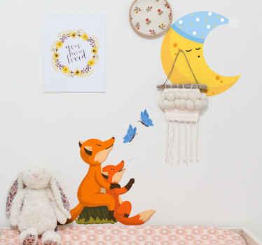 Conception d'autocollant animal décoratif contenant des renards et des papillons regardant la lune. Fait de sticker de haute qualité et facile à appliquer.