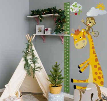 Adesivo da parete con tabella di altezza degli animali. Design divertente per lo spazio dei bambini. Un disegno che illustra un diagramma ad albero con una giraffa che porta una scimmia sulla testa.