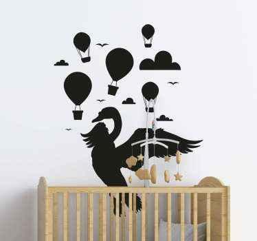 Bellissimo adesivo da parete per cameretta con design in evidenza che ogni bambino amerebbe. Il design ospita mongolfiera, uccelli, nuvole e un cigno.