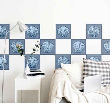 色付きの背景に貝殻の素晴らしいプリントで作成された高品質の装飾的な壁タイルステッカーを購入してください。オリジナルで粘着性があります。