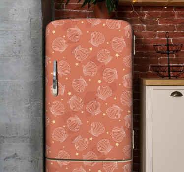 Diep oranje achtergrond zeeschelp koelkast sticker met verschillende prints van zeeschelp en sterren. Het is origineel, duurzaam en gemakkelijk aan te brengen.