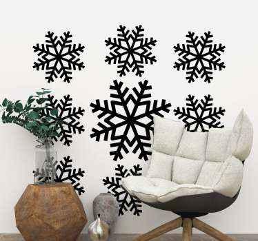 Decoratieve set sneeuwvlokken kerst vinyl zelfklevende sticker om uw huis te versieren. Het kan worden toegepast op een woonkamer en andere binnenruimtes in een huis.