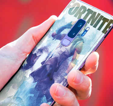 Skin Galaxy Fortnite de acuarela con personajes en diferentes tonos azulados. Apta para cualquier tapa de Samsung ¡Compra online!