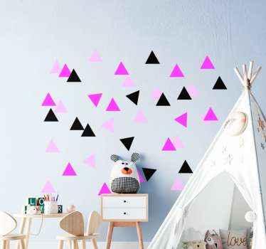 Vinilos bebé con formas triangulares de color negro y rosa. Elige el tamaño que desees y colócalos como prefieras ¡Envío exprés!