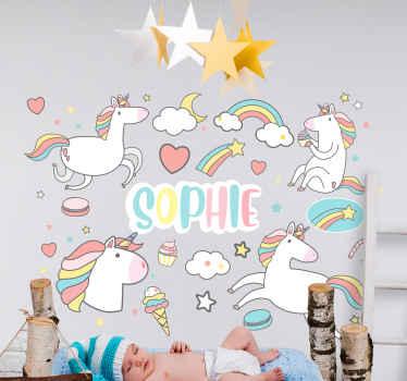 Vinilo unicornios con nombre personalizable para niños. El diseño contiene dibujos de unicornios y arco iris con nubes ¡Compra online!